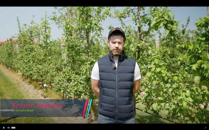 Szymon Jabłoński mówił o rozwiązaniach wdrażanych w sadzie w Kozietułach